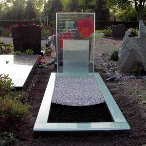 Glas en RVS gedenktekens